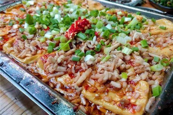 铜锈豆腐做的云南特色小吃在哪里?