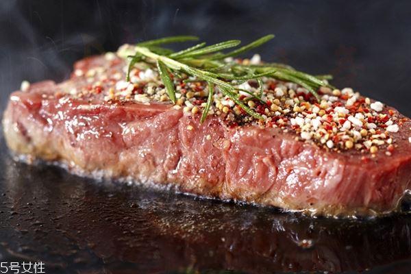 菲力牛排是牛肋骨中的里脊肉
